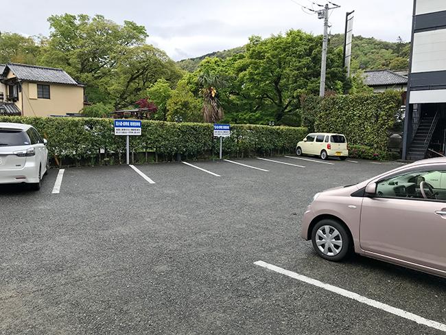 四季紙駐車場