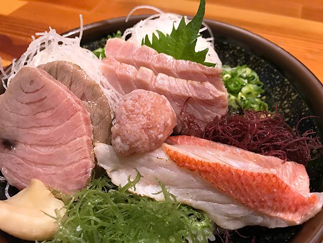 鮪屋海鮮丼アップ