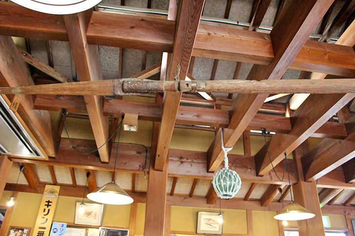 民芸茶房【松崎】地魚の刺身と天城の大木で作った机に感動!船の櫓