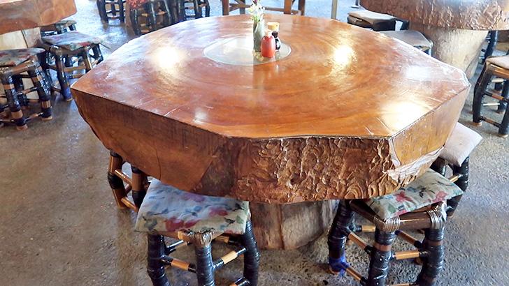 民芸茶房【松崎】地魚の刺身と天城の大木で作った机に感動!欅で作った机
