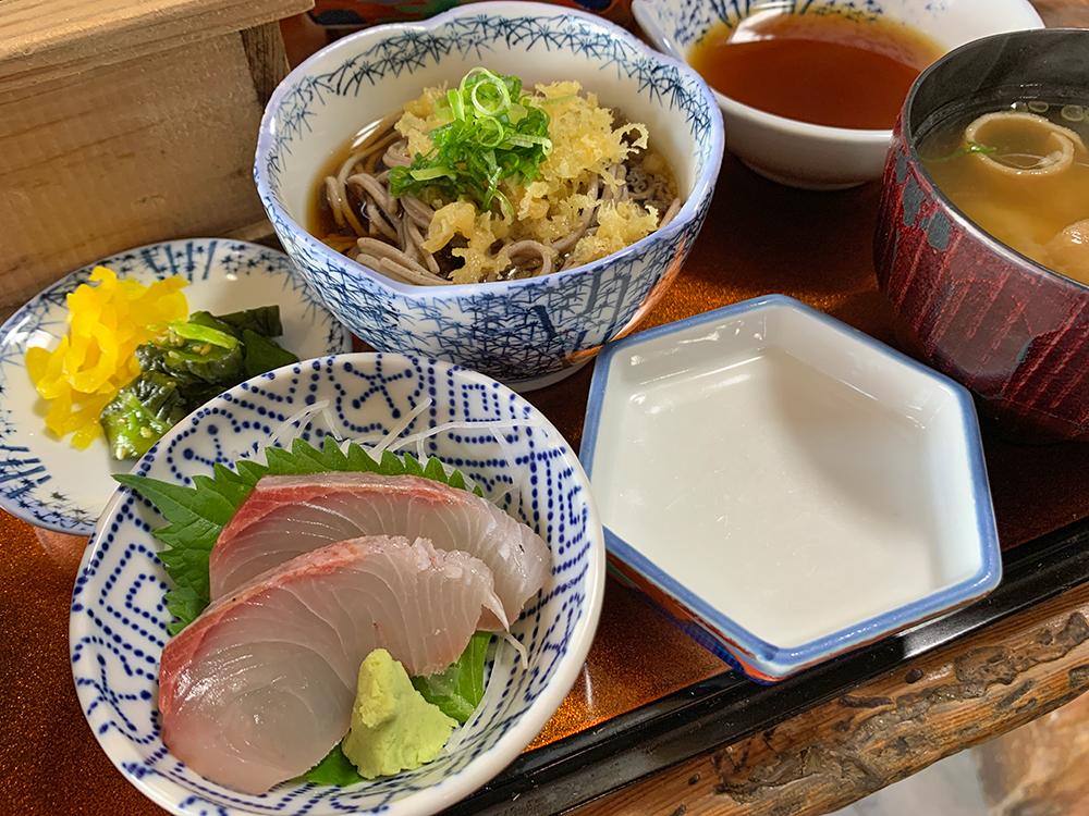 磯一 下田 海鮮料理 おまかせ定食の蕎麦と小鉢