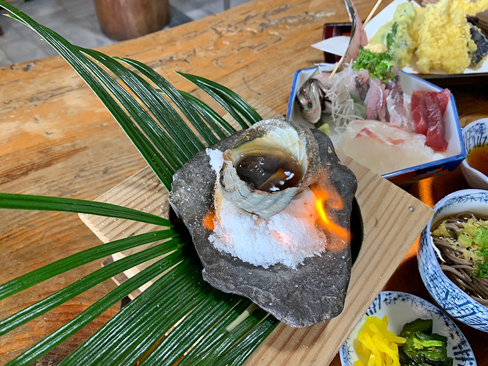 磯一 下田 海鮮料理 おまかせ定食のサザエ