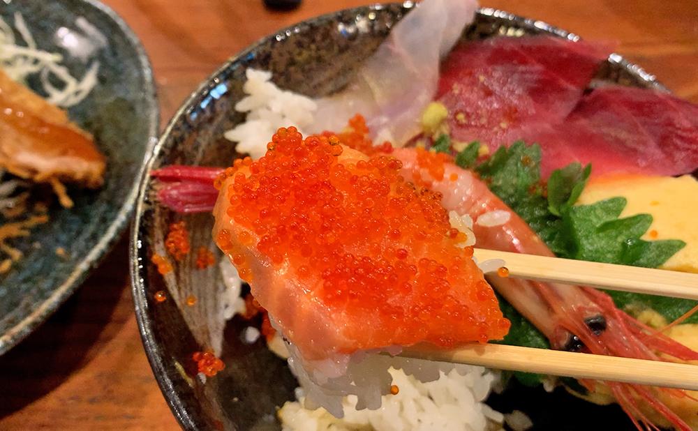 海鮮料理 やまや 海鮮丼&ミックスフライセット 海鮮丼 サーモンととびこ